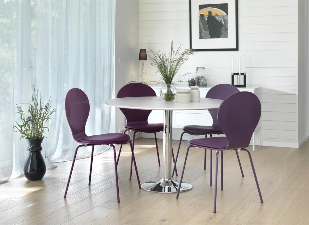 Perstorp Matgrupp Bord + 4 st lila stolar 5995 kr Trendrum se