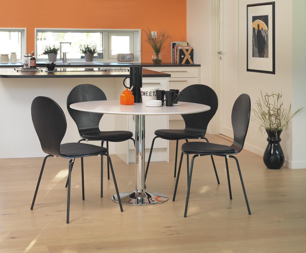 Perstorp Matgrupp Bord + 4 st svarta stolar 5995 kr Trendrum se