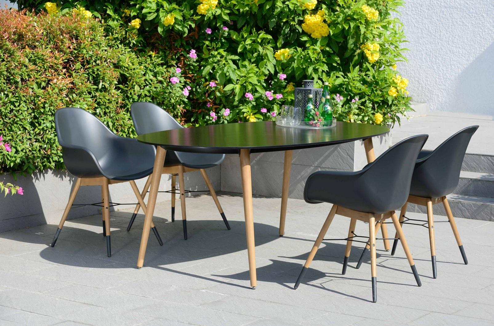 Chamonix matgrupp Bord + 4 st svarta stolar 5990 kr Trendrum se